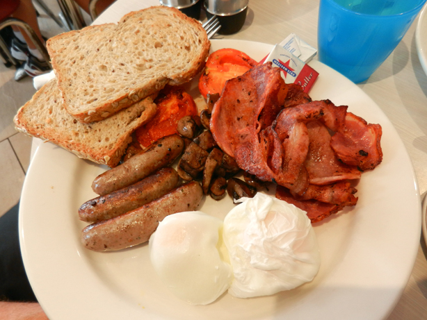 """big breakfast"" ""bacon"" ""poached eggs"" ""chipolatas"" ""grilled tomato"" ""mushrooms"" ""toast"" ""Perth Restaurant Reviews"" ""Perth food blog"" ""food blog"" Chompchomp ""Gluten free"" ""Fructose malabsorption"" ""East Perth"" ""Claisebrook Cove"" ""Breakfast"" ""Gluten free bread"" ""Swan River"" ""Toast"" ""Brunch"""